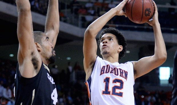 Tyler Harris takes top honor at Auburn Basketball Awards Banquet